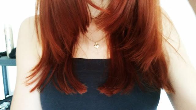 Cięcie włosów lekko falowanych i cienkich maszynką.