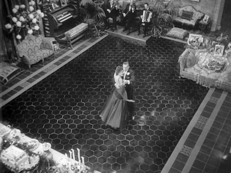 cinematography in sunset boulevard Sunset boulevard (wilder, b 1950) is one of the films that consider as film noir this story set in '50s hollywood and the film industry during that time.