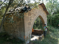 Vista lateral del porxo de Sant Marçal de Puig-reig