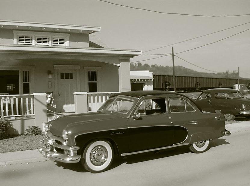 06-Crestliner-by-the-tracks-Model-World-1950s-Model-Maker-Michael-Paul-Smith-www-designstack-co