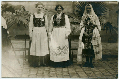 [Group photo]: Elsa Hakovanky ... Digital ID: 1536792. New York Public Library