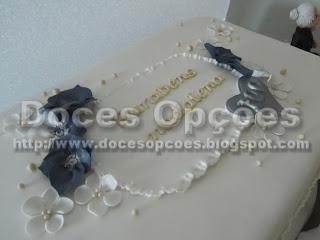 bolo aniversário amores perfeitos