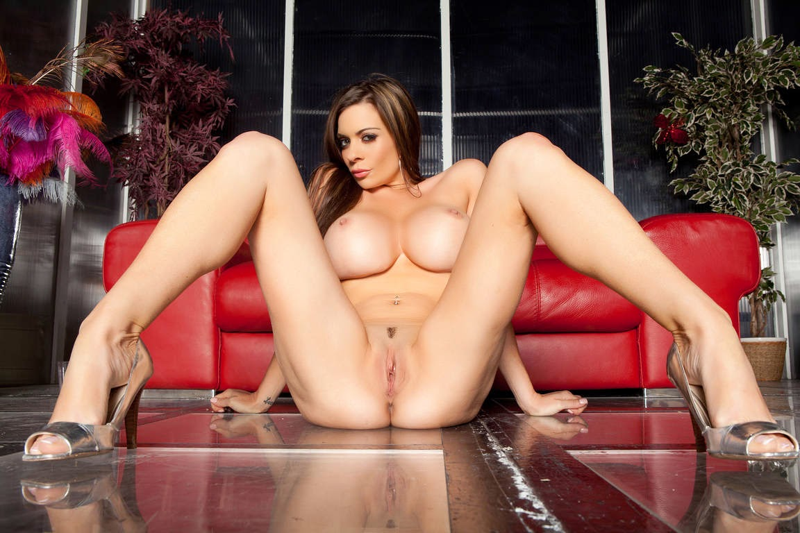 Linsey Pussy 64