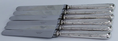 Set six sterling silver handled tea knives in silk & velvet lined case, 1926