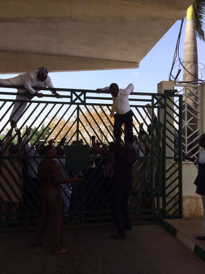 Pandemonium at National Assembly, Police, SSS Lock Out Tambuwal