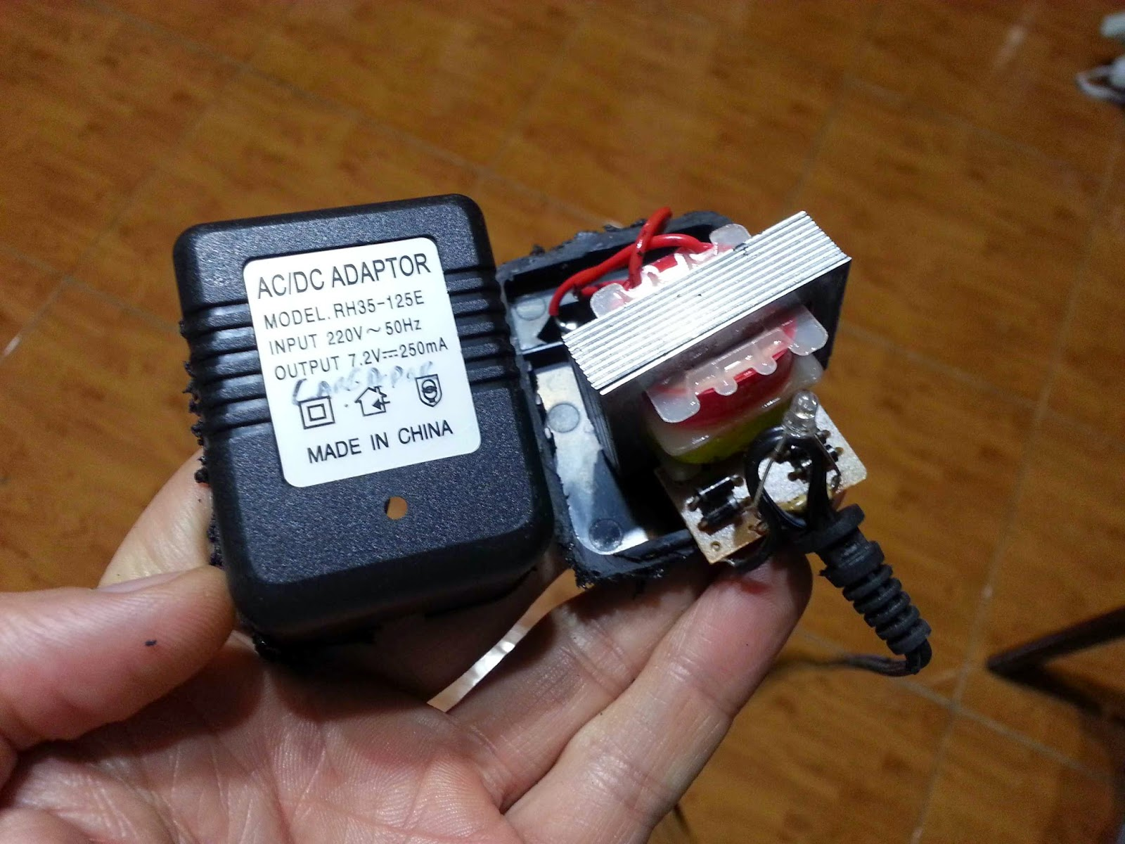 Technology For A Sustainable Future Making The Lights Turn On Off Tagged With Clap Switch Circuit Sound Activated Transformer Without An Output Capacitor Sad What Little They Cost