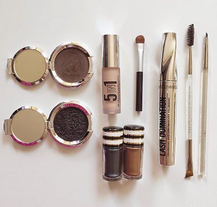 makeup bag necessities, fall makeup, in my makeup bag, acne makeup, bareminerals foundation, therapy systems makeup, therapy systems brushes, lash domination, pressed powder foundation, eyeshadow base, makeup blogger, beauty blogger, nashville blogger