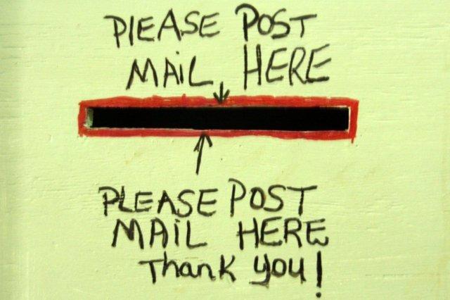 Cartel en oficina de Correos de Antigua