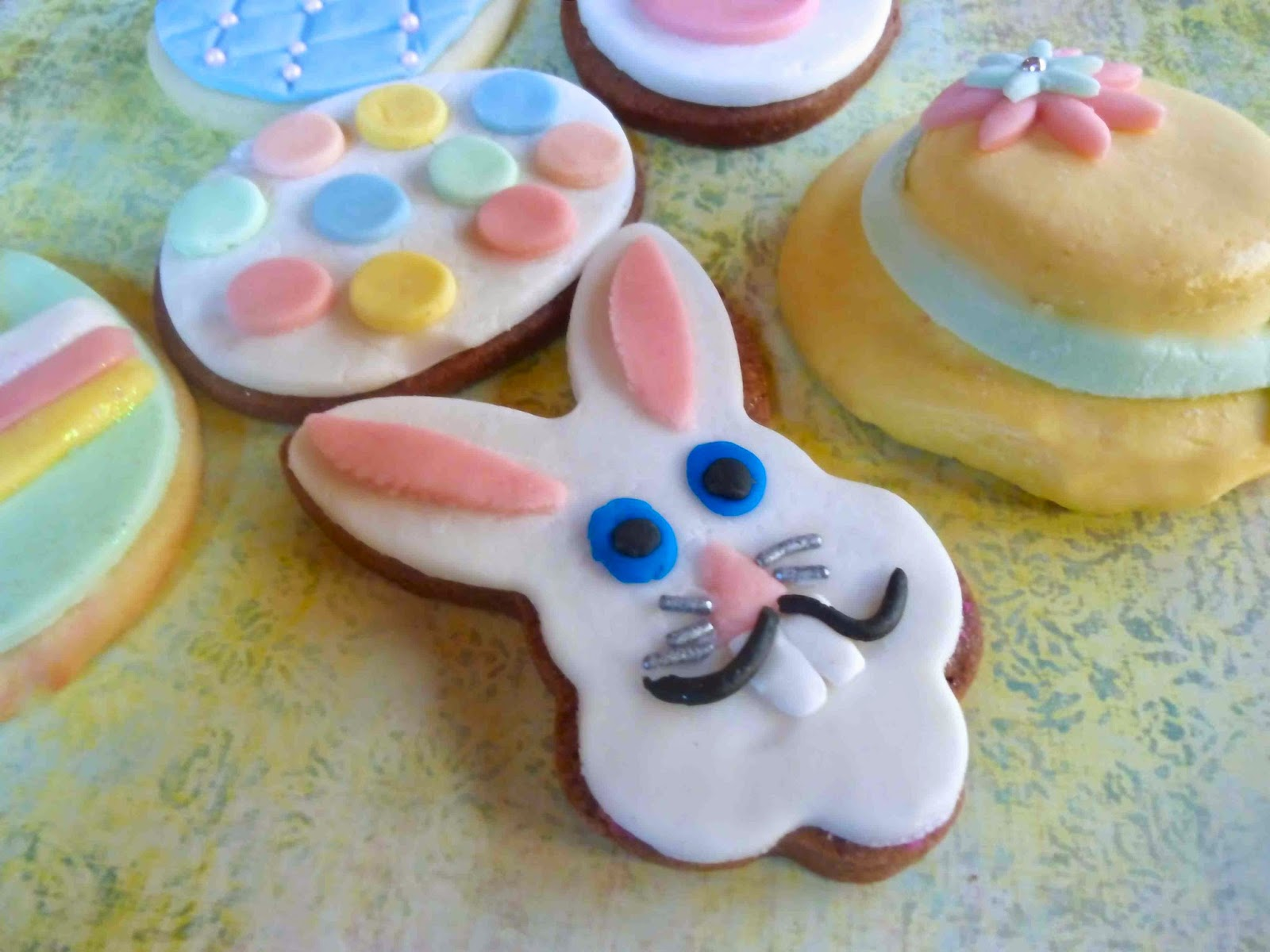 Diary of a Mad Hausfrau: Easter Fondant Covered Cookies & Some Tips ...