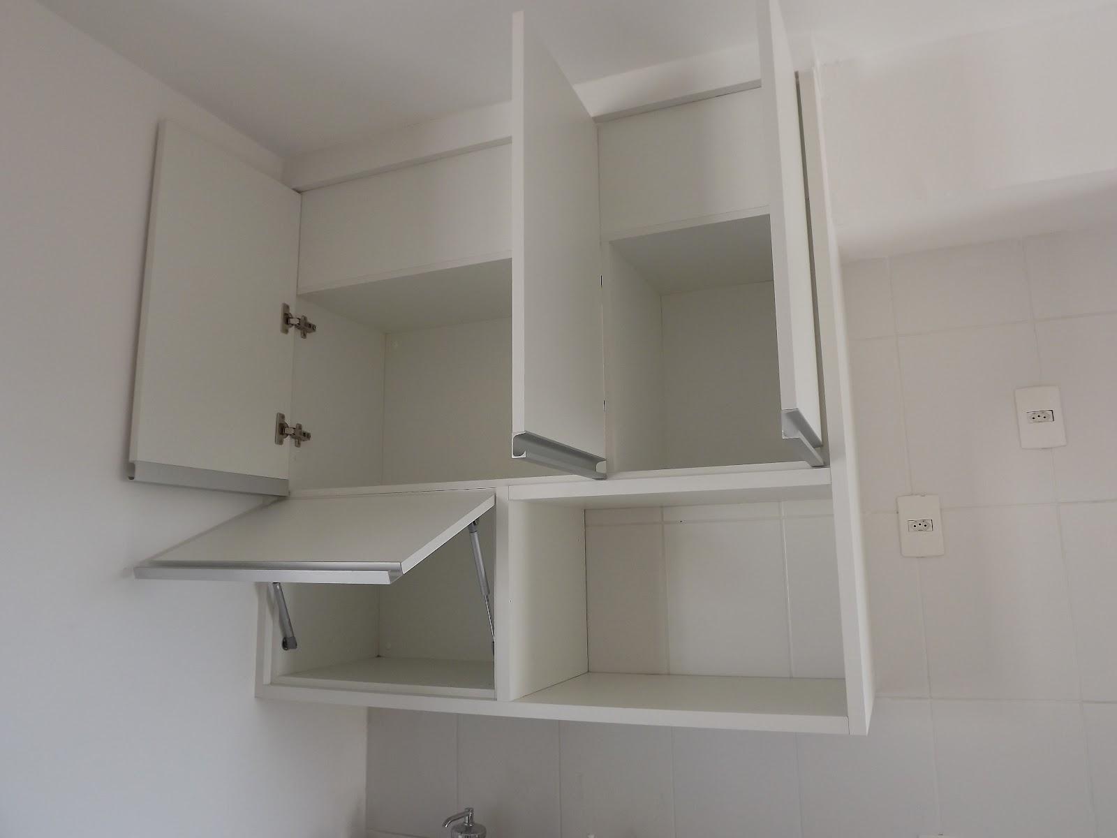 armário possui 3 portas na parte superior e na inferior um lado  #49453E 1600 1200