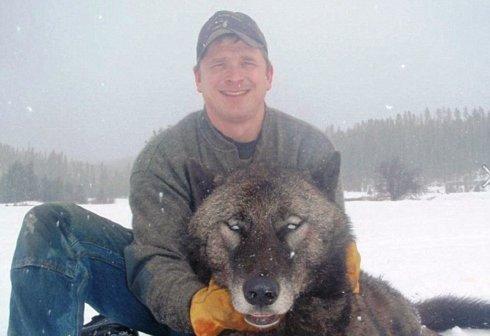Orang Ini Berburu Srigala Hanya Untuk Senang - Senang [ www.BlogApaAja.com ]