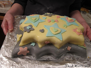 how do you make a fondant cake, one of those smooth cakes, decorate