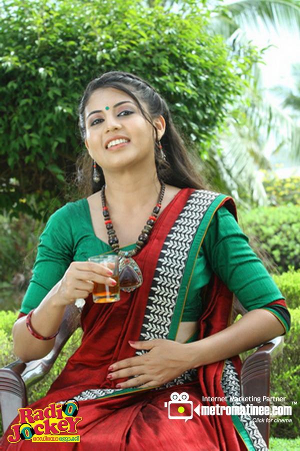 Nimisha Malayalam Actress Hot Pics Photos In Saree From