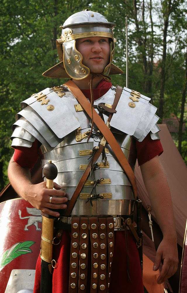 """""""Roman soldier in lorica segmentata 1-cropped"""" by This image has been retouched by Medium69.Cette image a été retouchée par Medium69. - Self-published work by Medium69. Licensed under CC BY-SA 3.0 via Wikimedia Commons - http://commons.wikimedia.org/wiki/File:Roman_soldier_in_lorica_segmentata_1-cropped.jpg#/media/File:Roman_soldier_in_lorica_segmentata_1-cropped.jpg"""