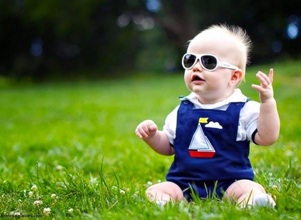 Adorable Bébé avec lunettes