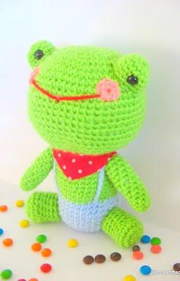 2000 Free Amigurumi Patterns: Free Amigurumi Frog Pattern