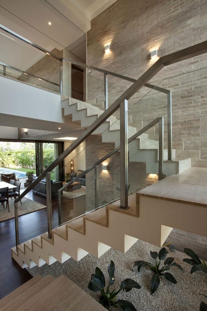 Casa brasileira com arquitetura e decora o moderna - Jardines interiores en casas modernas ...