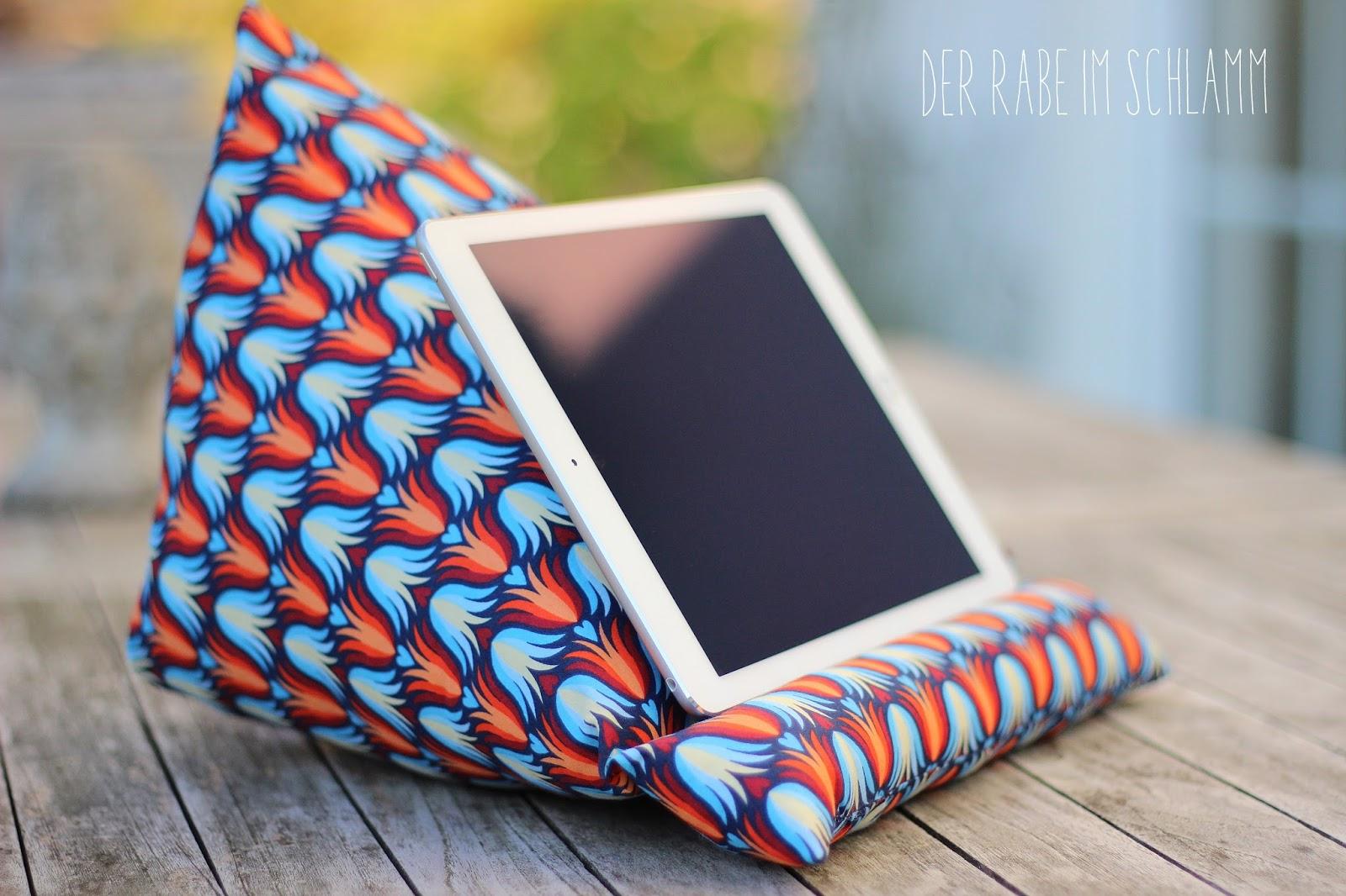 der rabe im schlamm ein tablet kissen f r s ipad. Black Bedroom Furniture Sets. Home Design Ideas