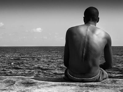 Hombre en soledad