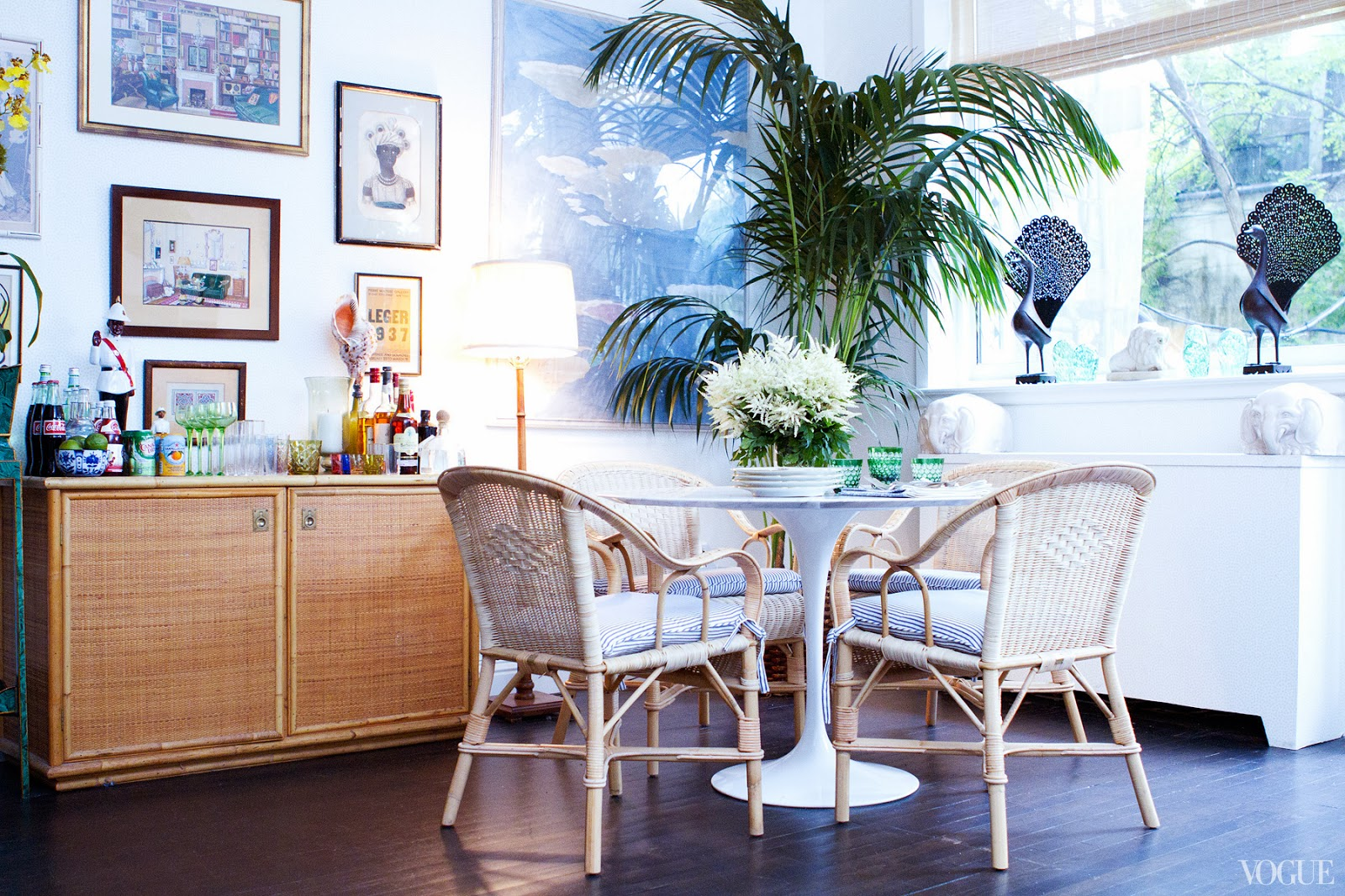 Rebecca De Ravenels Dining Room After Being Redecorated With A Saarinen Tulip Table Rattan Chairs