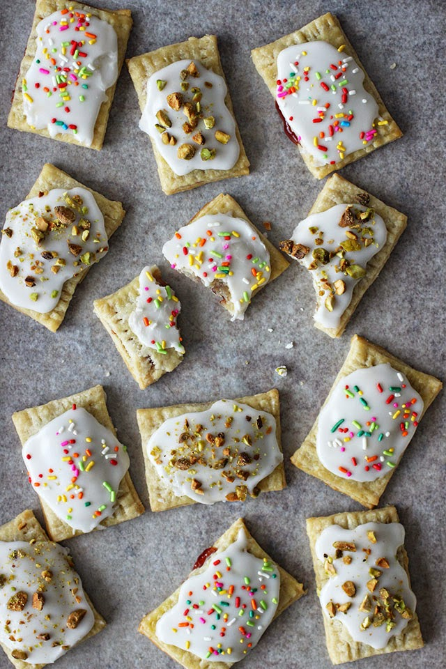 ambrosia: Homemade Frosted Strawberry Pop Tarts