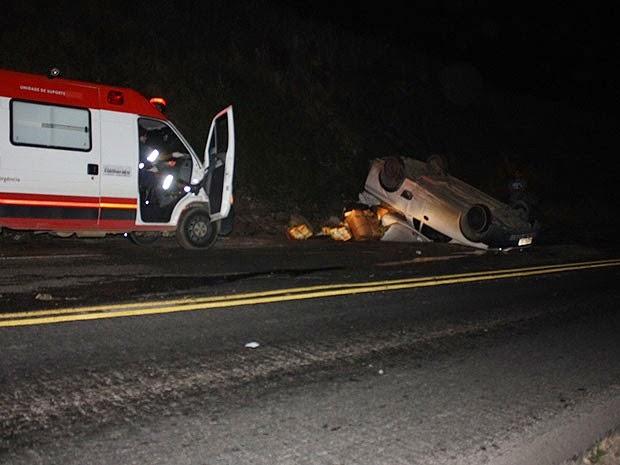 Motorista não teve ferimentos; passageiro ficou ferido (Foto: Danuse Cunha / Itamaraju Notícias)