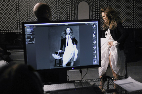 Chanel luxe expo veste noire vanessa paradis createur bijoux