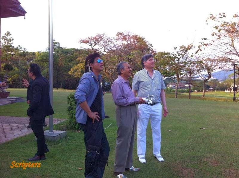 Gambar Shahrukh Khan Bersama Tun Dr Mahathir