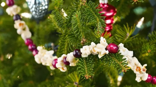 the 1930s christmas tree and decorations! - miss lindsay lane