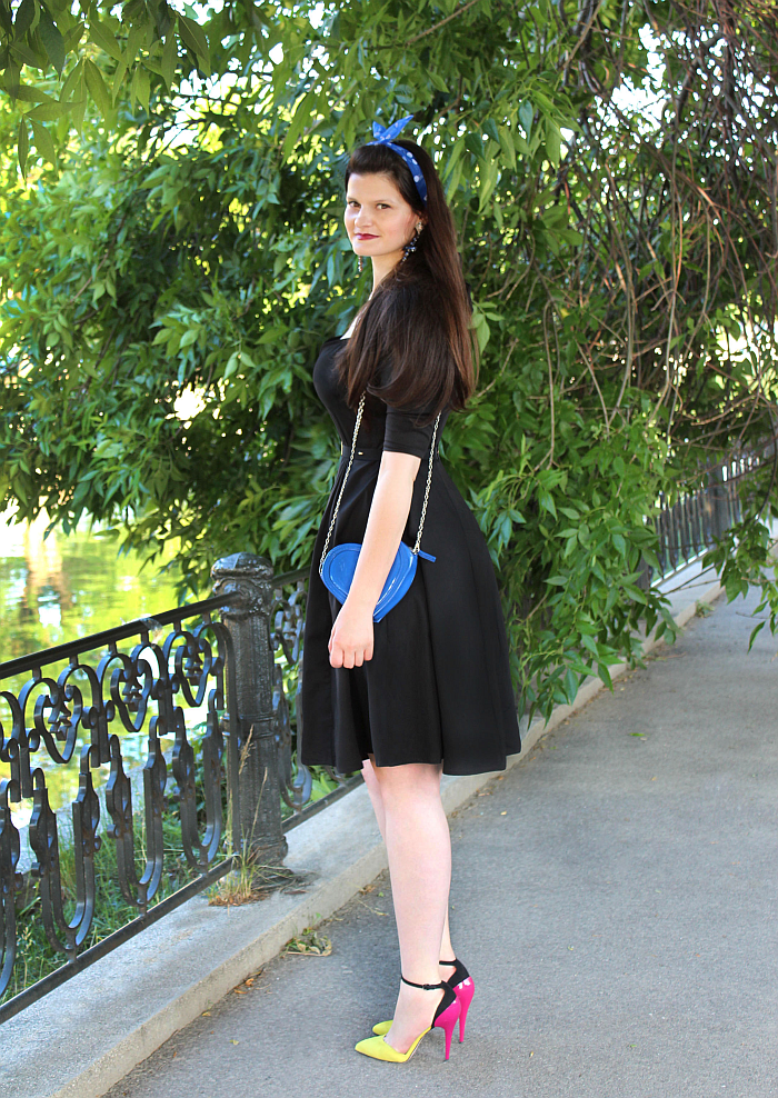 50s dresses, little black dress, plus size little black dress, color block pumps, long hair hairstyle