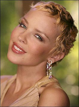 BBC NEWS Entertainment Kylie Minogue has breast cancer