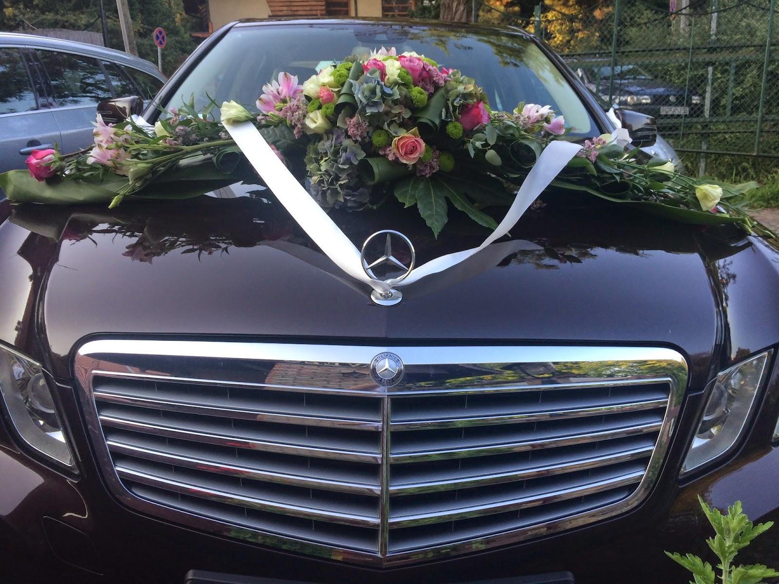 Autó virágdísz