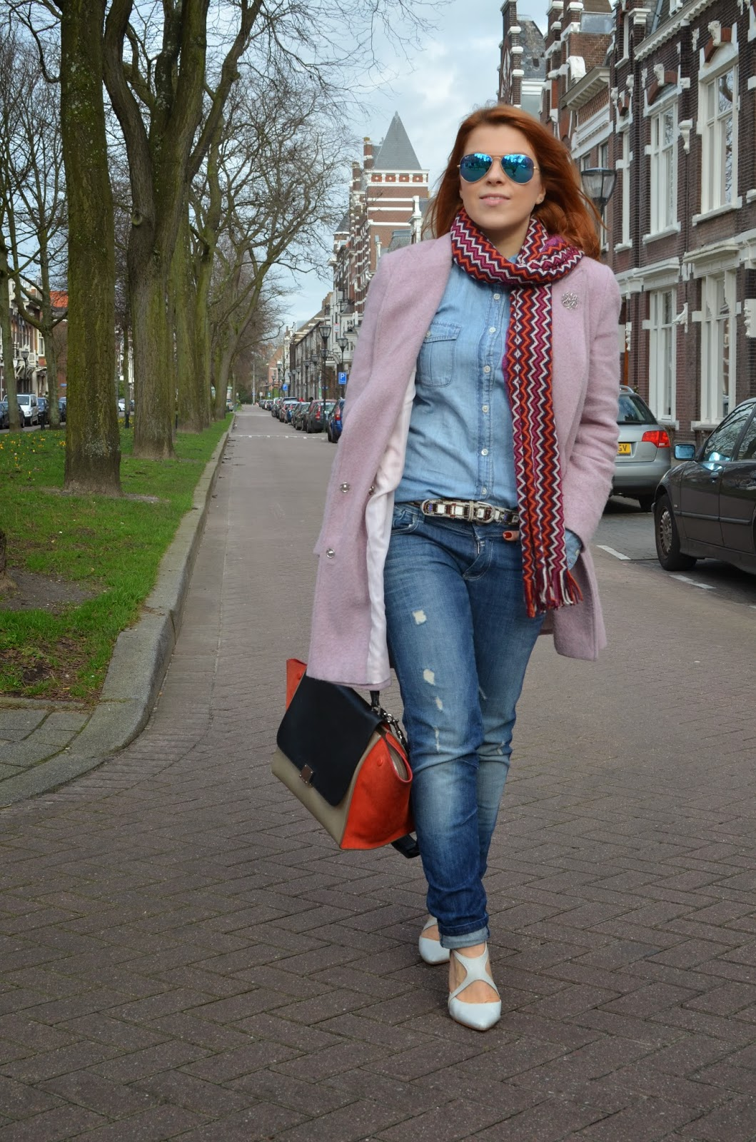 fashion bridge, fashion-bridge.blogspot.com, fashion bridge blog, street style, street style netherlands, street fashion, street fashion netherlands, celine trapeze bag, missoni scarves, jak joten, tres jewellery, brooches, pink coats, street style pink coats