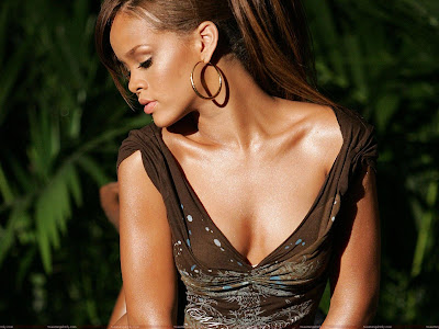 rihanna_very_beautiful_wallpaper_fun_hungama
