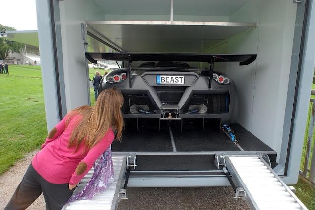 Amazing world fun futuria luxury motorhome for Camping car de luxe avec piscine