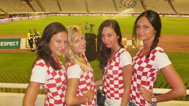 HKSD ZRINSKI - LUZERN: Navijačice hrvatske reprezentacije
