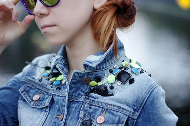 Embellished jeans jacket. Personl style inspiration. Blogged by Xenia Kuhn for fashion blog www.fashionrolla.com