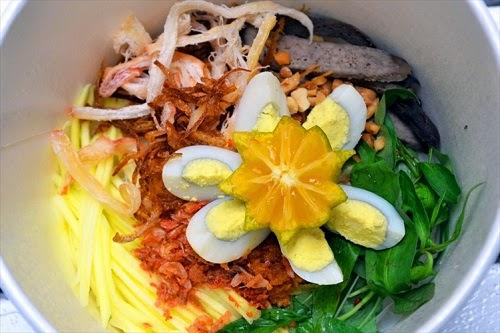 Vietnamese Mixed Rice Paper Street Food (Banh Trang Tron)1