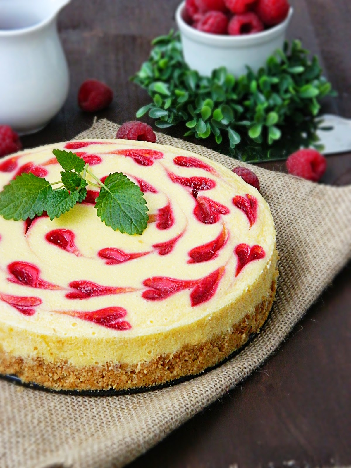 Dr ola 39 s kitchen cheesecake decorated with small hearts for Decoration 4 cake