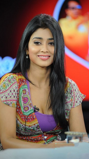 Shriya Saran Latest Sexy Pics