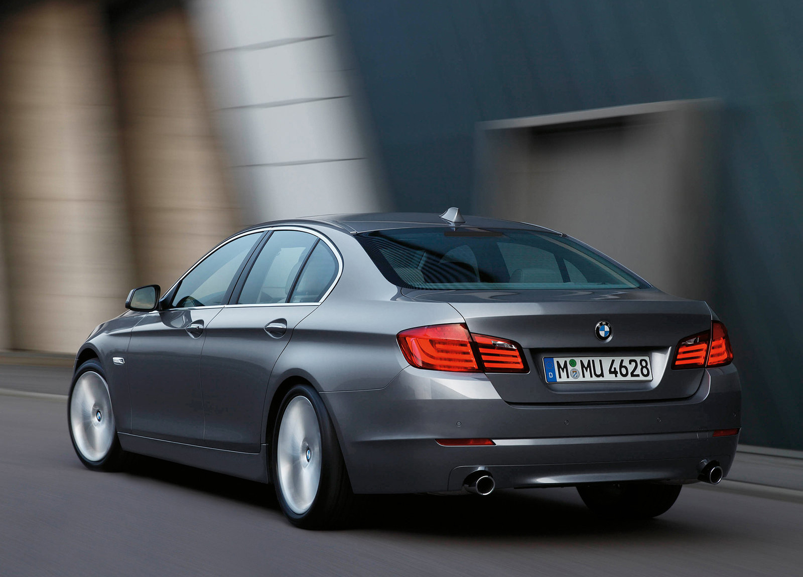 http://4.bp.blogspot.com/--iHl5o6ONLs/UE36JFCc24I/AAAAAAAAHSc/AjtoDT3LPac/s1600/BMW-5-Series_2011_1600x1200_wallpaper_61.jpg