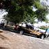 Oficial de la SSP estaciona en franja amarilla mientras lo atienden en Telcel