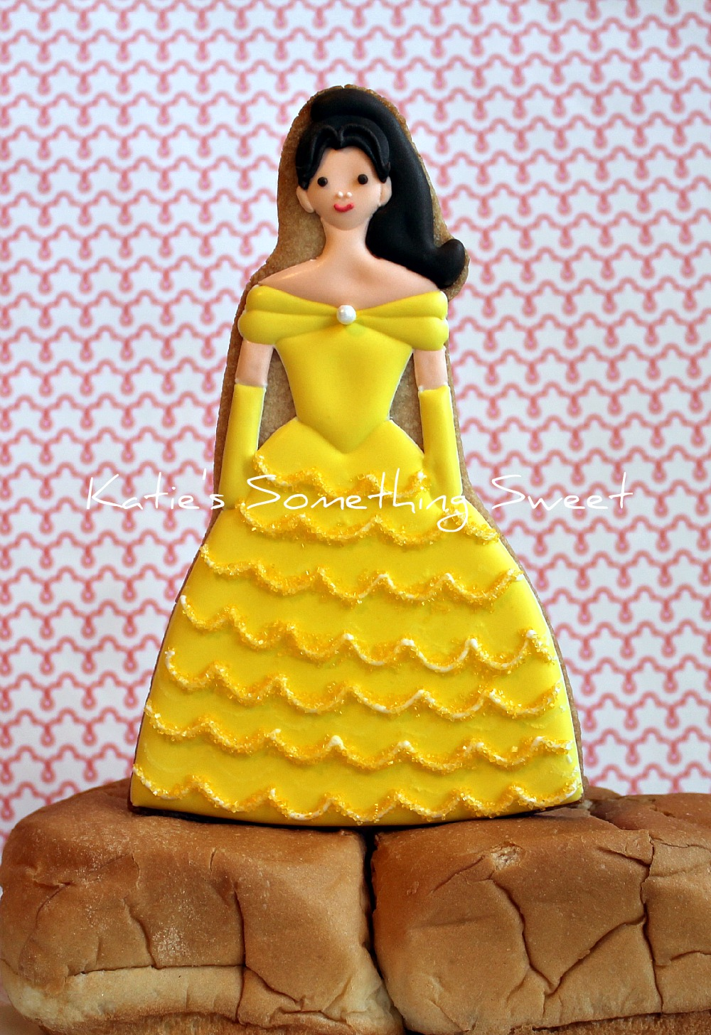 Katie\'s Something Sweet}: Princess Belle Cake Topper Cookie - Beach ...