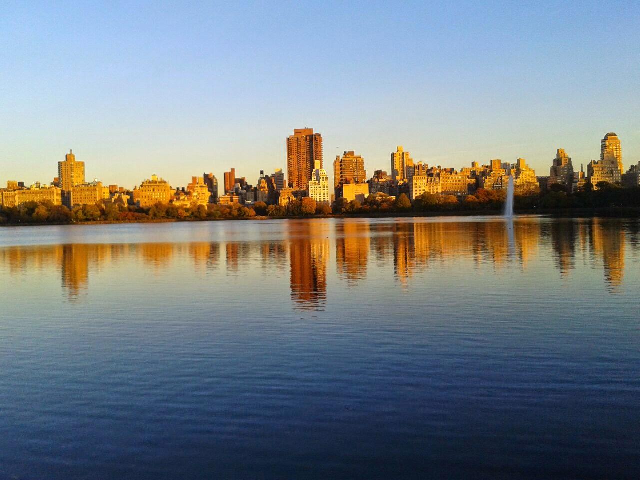 imagen de Vista de Nueva York desde Central Park en atardecer de otoño