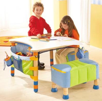 El beb entre flores escritorios para ni os for Escritorios de ninos