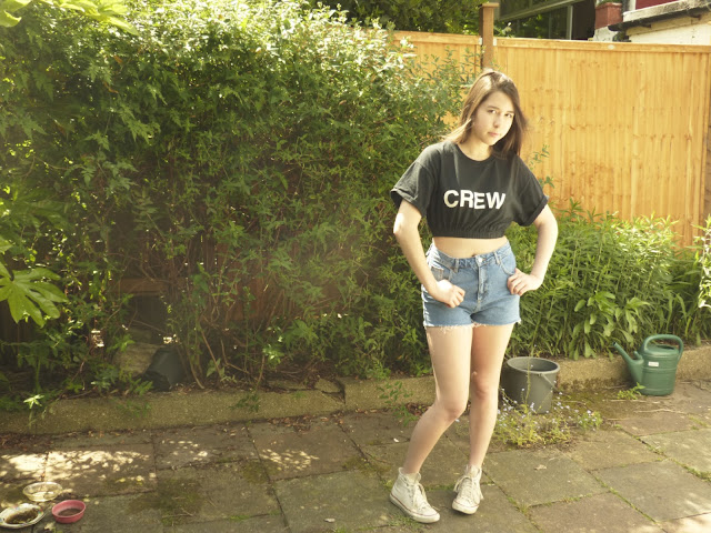 crop top, denim shorts, converse, OOTD