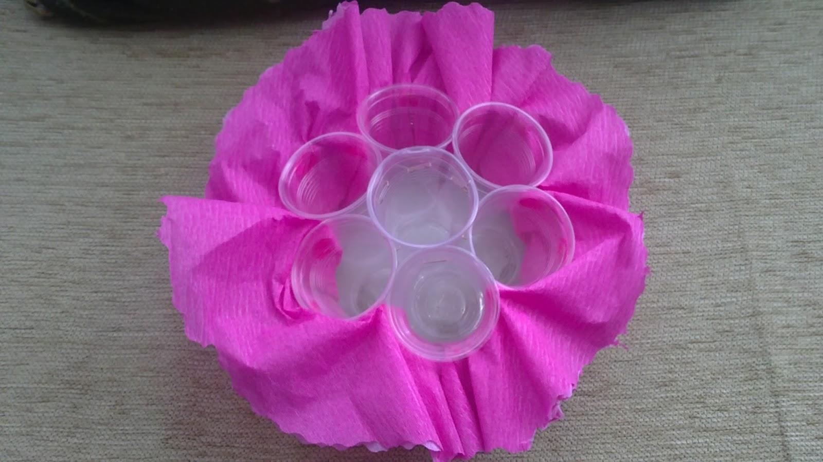 Un toque de originalidad centros de mesa con cup cakes for Como hacer adornos de mesa