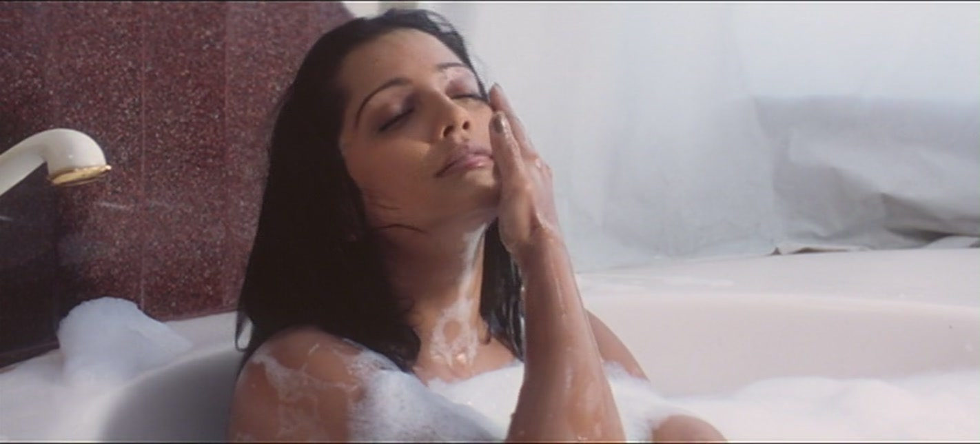 Hot images of meghna naidu bollywood latest actress actors for Bathroom hot images