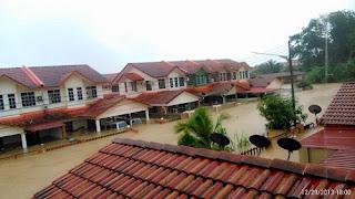 http://4.bp.blogspot.com/--j_z9Y9BI2o/UsAp3nqM1DI/AAAAAAAA2II/El4KqFPC4ZQ/s1600/Gambar+banjir+teruk+di+Bintulu,+Sarawak+29+Diember+3.jpg