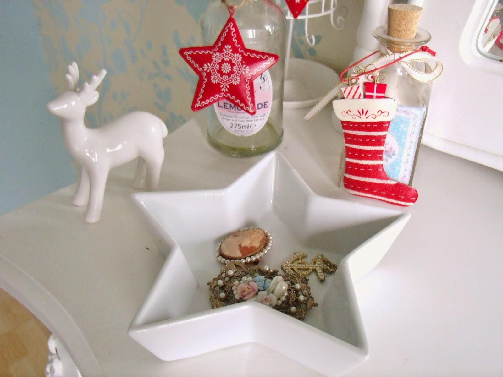 Poundland christmas buys victoria 39 s vintage travel for Sia home fashion christmas decorations